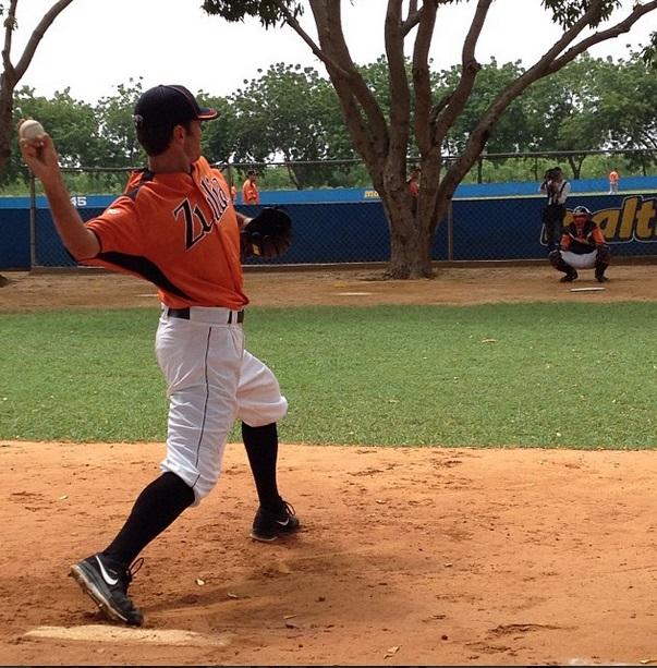 El derecho Virgil Vásquez está listo para abrir. Foto: instagram.com/acardenas13