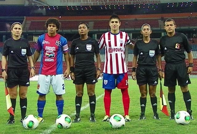 Zulia FC, que jugó de nuevo con la franela rojiazul, tuvo a Noguera de capitán.