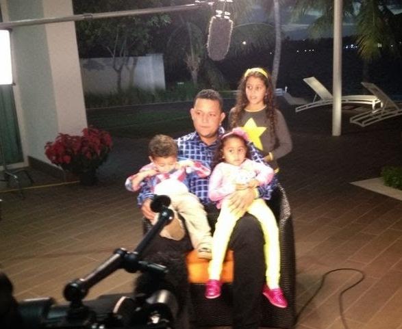 Miguel Cabrera con sus hijos en su casa de Miami.