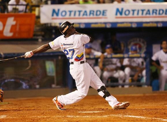 José Pirela, de las Águilas del Zulia, fue el  Más Valioso del Juego de las Estrellas. Fotos: Edixon Gamez/UN