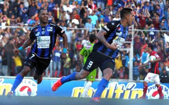Richard Blanco celebró uno de sus goles para darle el título a Guayana. Foto: Líder