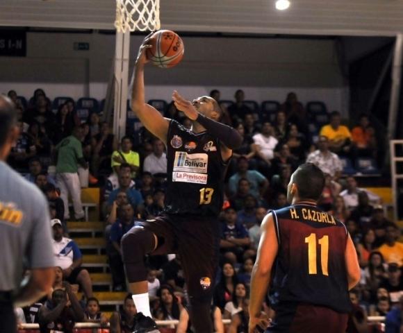 Axiers Sucre fue el mejor de Gigantes ante Gaiteros. Foto: César Flores/Diario Primicia