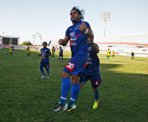 Walter Aguilar volvió a marcar de penal.