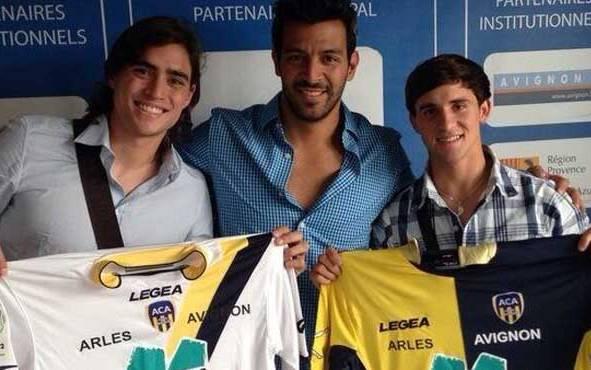 Arteaga y Hernández ya posaron con la camiseta de su nuevo equipo.