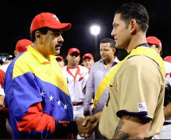 El Presidente Nicolás Maduro condecoró a Cabrera. Foto: Panorama