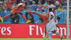 El joven holandes no desaprovecho el centro de Robben para sentenciar el juego.
