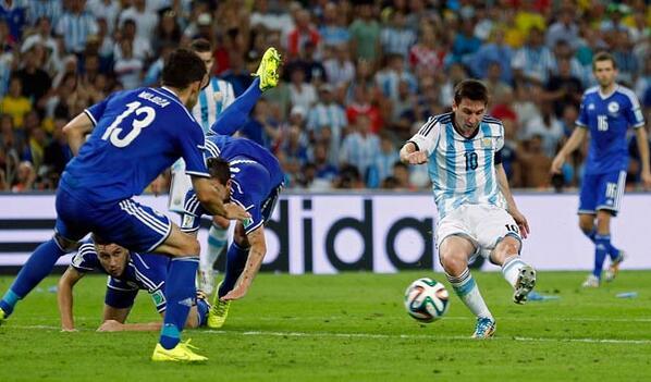El rosarino con su gol cambio el juego de su selección.