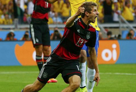 Muller abrió el grifo de la goleada teutona sobre Brasil.