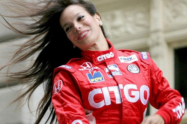 La venezolana llego segunda en una carrera Le Mans, única mujer en llegar es esa posición.