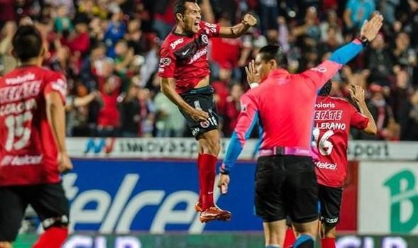 Juan Arango marcó un golazo de tiro libre.