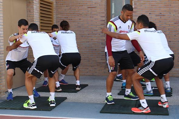 Los jugadores estuvieron haciendo trabajos físicos.
