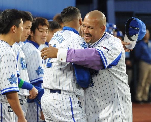 Alex Ramírez fue homenajeado en Japón.